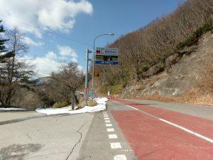 右側の道路を進めば遠野へ行けましたが通行止めの看板が。